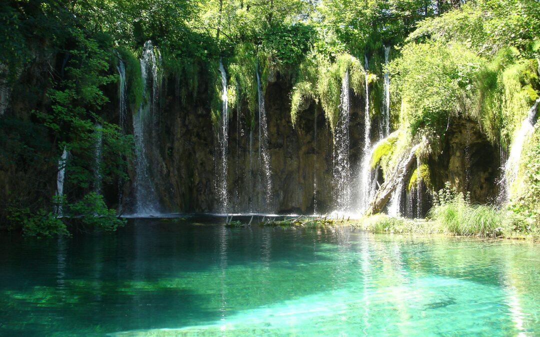September: Grottor och vattenfall.